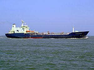 Vikland - IMO 9111759 - Callsign C6UL5 - Vikland p2 approaching Port of Rotterdam, Holland 03-Jun-2007.jpg