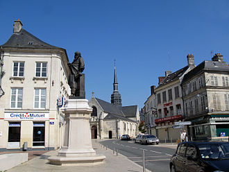 Villers-Cotterêts - Main square with a statue of Alexandre Dumas and church