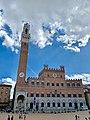 Vista de día del Palacio Comunal de Siena, Italia.jpg