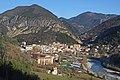 Vue sur le village de Puget-Théniers en grimpant vers le col de Saint-Raphaël.JPG