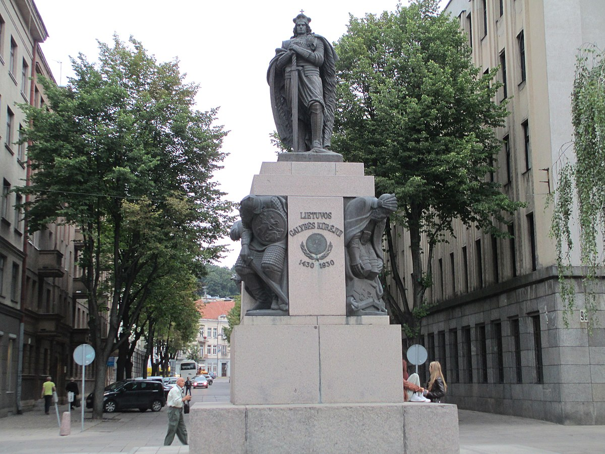 Vytautas the Great Monument in Kaunas.JPG