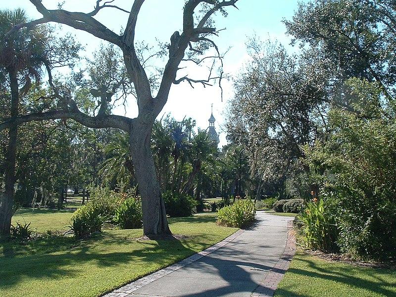 File:Walking path at Plant Park.jpg