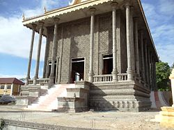 Wat Kratie Buddhist Temple Building.JPG