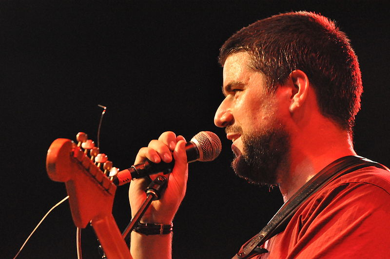 File:Will Holland performing.jpg