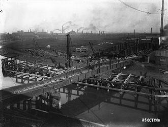 Wilmington, Kingston upon Hull - Wilmington bridge undergoing replacement, old bridge over river, new bridge behind on far bank. (1906)