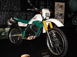 Papercraft de la Yamaha Serrow XT225.