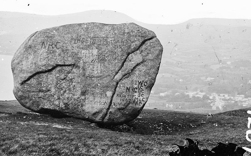 "File:""… informally inscribed rock …"" = An Chloch Mhór - The Big Stone (8879122918).jpg"