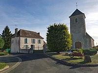 Église Saint-Calais de Saint-Calez-en-Saosnois et presbytère.jpg