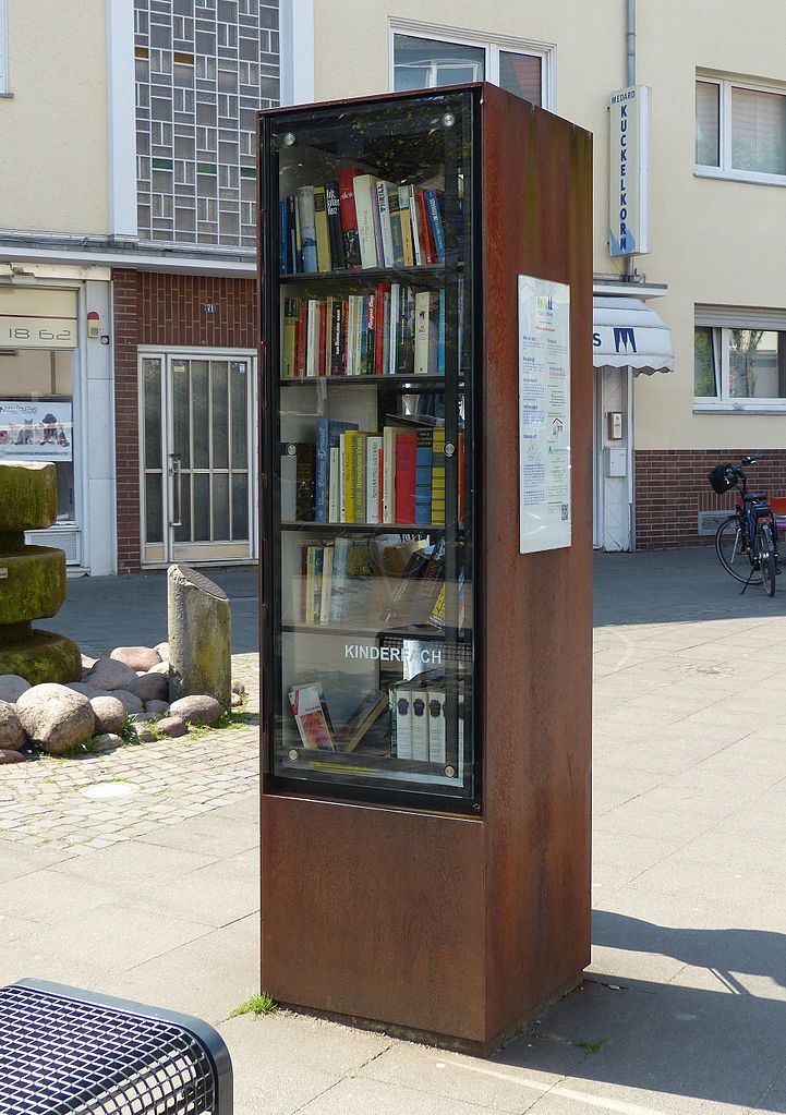 File:Öffentlicher Bücherschrank Köln Dellbrück 2.jpg - Wikimedia Commons