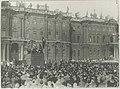 Делегатов первого конгресса Коминтерна приветстввуют рабочие Петрограда.jpg