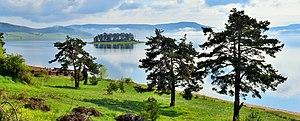 Batak Reservoir - Image: Изглед към остров Голака от Цигов Чарк