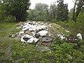 Купа сміття під східною вежею замку.jpg