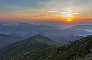 Ранкова краса на Вухатому Камені.jpg