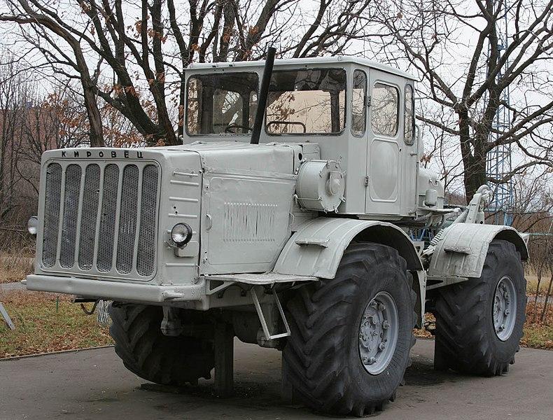 File:Трактор К-700 Сокол гора1.jpg