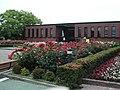 バラの中の美術館 - panoramio.jpg