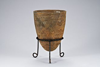 Korean art - Comb-patterned pottery.