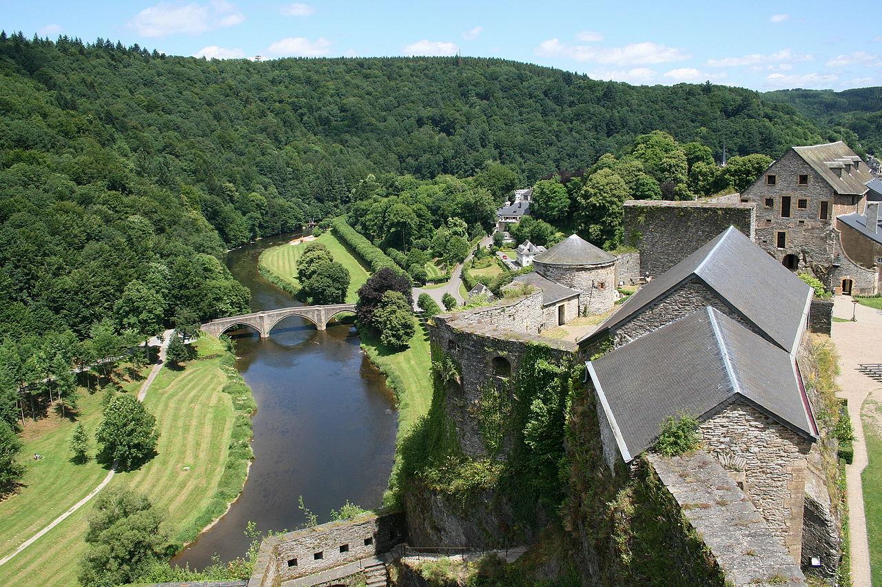 La Semois vue depuis le château de Bouillon (Belgique).  (définition réelle 3887×2586)