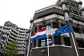 131028 BZ gebouw vlaggen voorplein 2 (12905862864).jpg