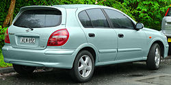 2001-2002 Nissan Pulsar (N16) Q 5-door hatchback (2011-11-17) 02.jpg