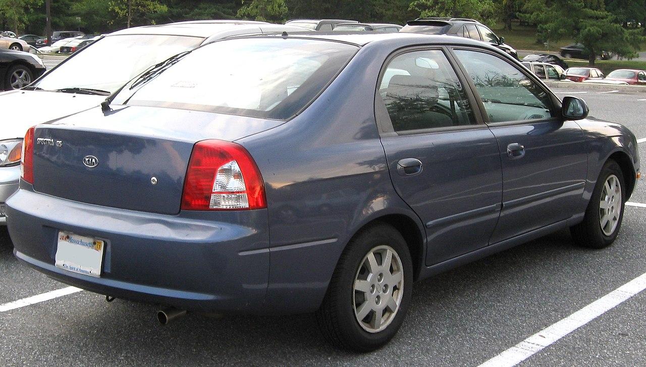 File 2002 2004 kia spectra hatch rear 09 22 2010 jpg