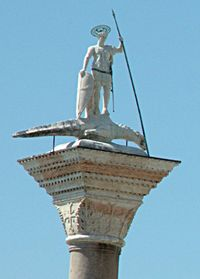 Patung Saint Theodore of Amasea menginjak seekor buaya (Venesia, Italia)