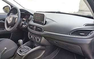 Fiat Tipo (2015) - Interior of top trim with UConnect HD 7-inch
