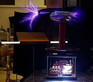 Brush discharge - Comparison of brush discharge (left) and corona discharges (right) from a Tesla coil