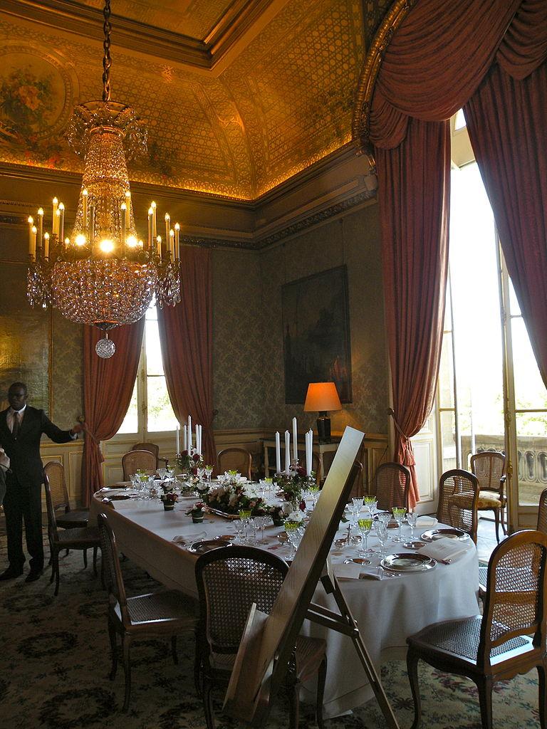 File 37 quai d 39 orsay salle a manger du for Salle a manger 37