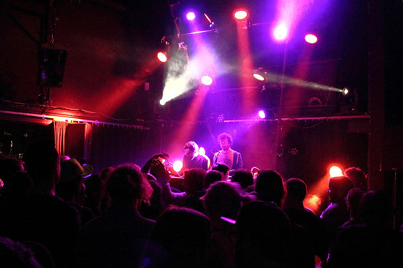 File:Acid Arab - Less Playboy is More Cowboy 5, Le Confort Moderne, Poitiers (2014-05-28 23.58.19 by Xi WEG).jpg