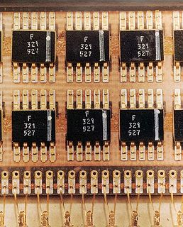 Flatpack (electronics) flat integrated circuit package