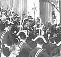 Alfonso XIII entrando al Congreso 1916.jpg