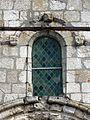 Allonne (60), église Notre-Dame de l'Annonciation, façade occidentale, fenêtre romane à mascarons 1.JPG