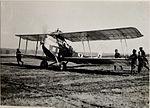 Am Flugplatz Landung des Apparates in Kragla (BildID 15530095).jpg
