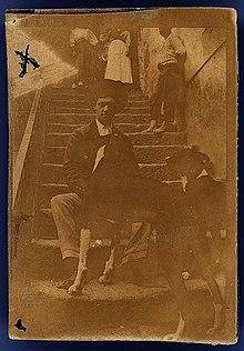 Amadeo de Souza Cardoso com cães.jpg