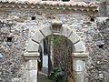 Antico portale Casalvecchio Siculo.jpg