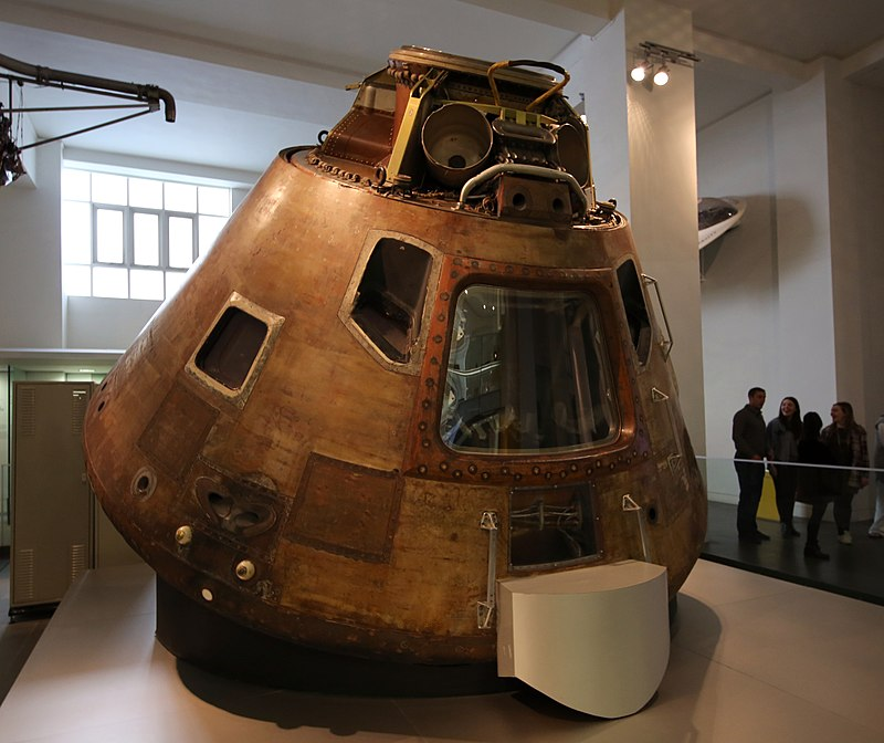 Apollo 10 comand module science museum.JPG