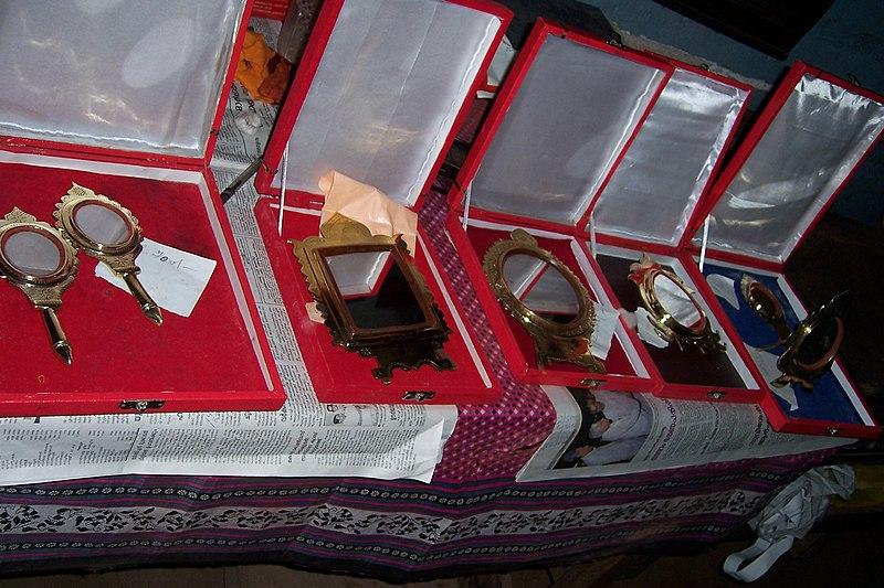 File:Aranmula Mirrors.jpg