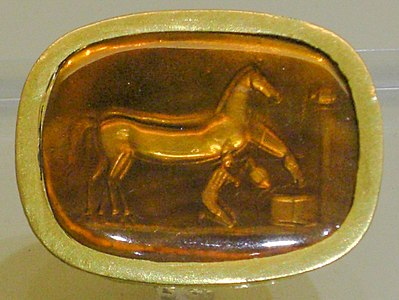 Archaeological museum of Nafplio ring with horses.jpg