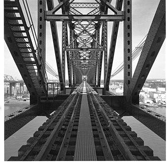 Arthur Kill Vertical Lift Bridge - Image: Arthur Kill Lift Bridge view of tracks