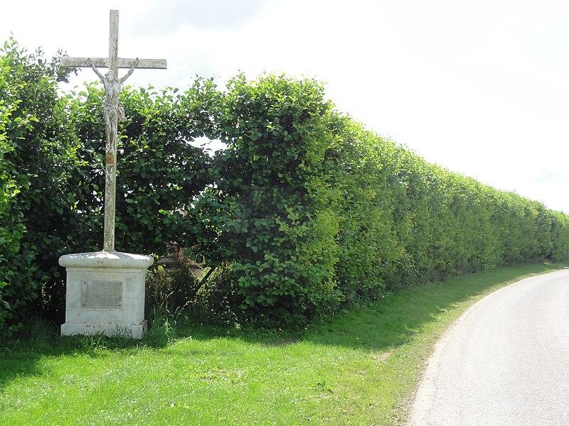Aubigny-aux-Kaisnes (Aisne) croix de chemin