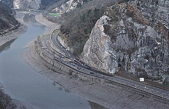 Portway, Bristol - Construction of the Portway was difficult owing to the unstable and unpredictable rock gorge and the presence of the River Avon.