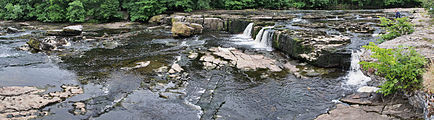 Aysgarth Falls Upper Falls panoramic view.jpg