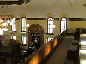 Mechitza - View over the Mechitza from the women's balcony of the B'nai Jacob Synagogue (Ottumwa, Iowa).
