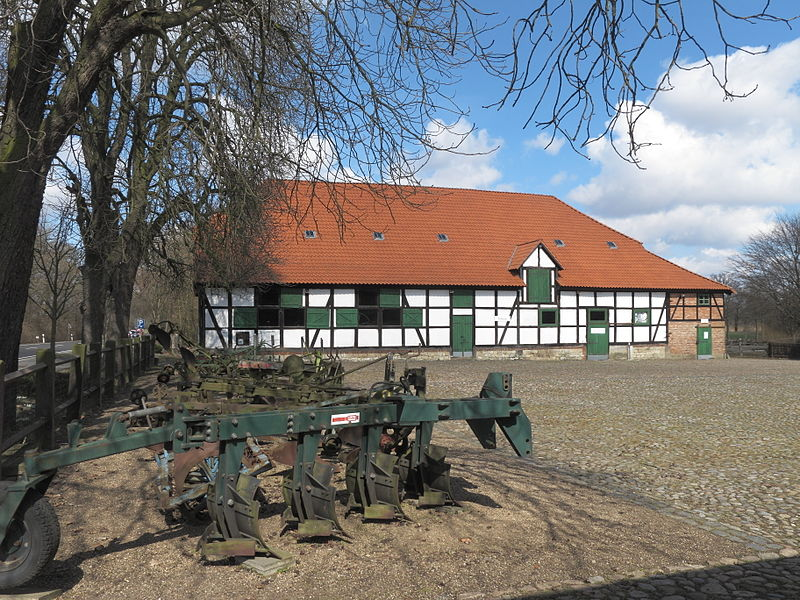 Landtechnik-Museum Gut Steinhof 800px-BS_Gut_Steinhof_Scheune