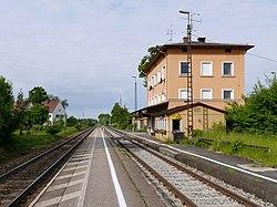 Bahnhof Hörlkofen von Osten 2016.jpg