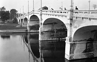 Bank Street Bridge - The bridge in 1916.
