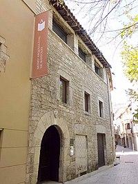 Banyoles - Pia Almoina y Museo Arqueológico 1.JPG