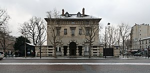 Barrière d'Enfer - One of the buildings that defines the Barrière d'Enfer.