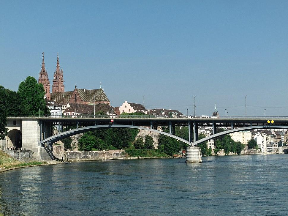 Basel, Wettsteinbrücke met kathedraal op de achtergrond foto10 2013-07-21 09.08