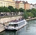 Bateau touristique fluvial sur la Saône à Lyon en juin 2019 (photo depuis la passerelle du palais de justice).jpg